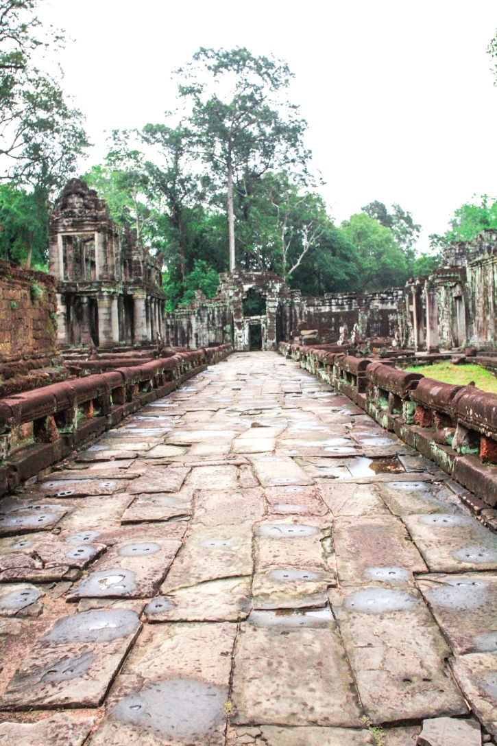 Walking to the entrance of Preah Kahn