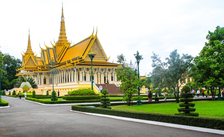 Royal Palace - Throne Hall Used for ceremonies.  Items once displayed destroyed by Khmer Rouge.